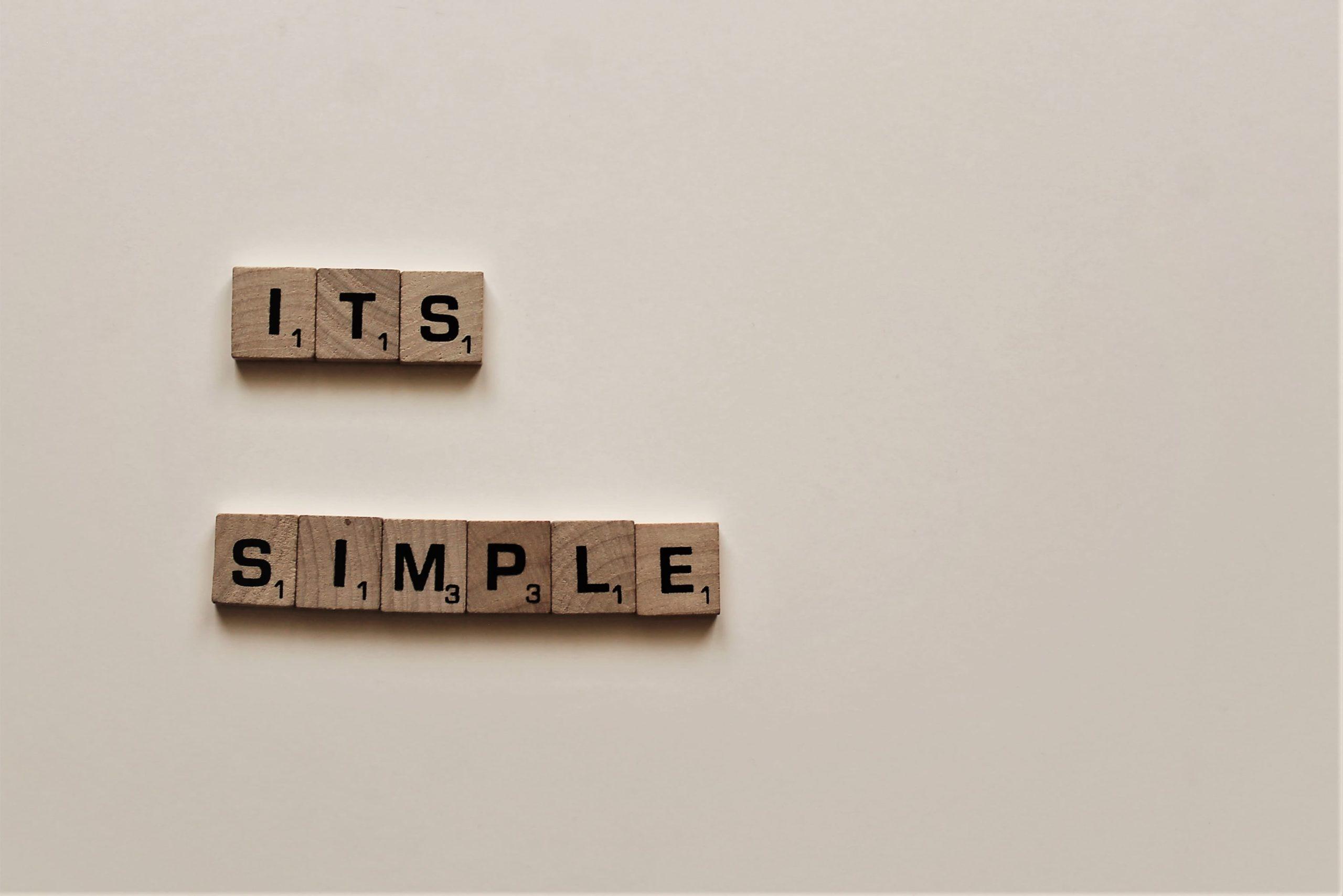 シンプルと書かれた積み木