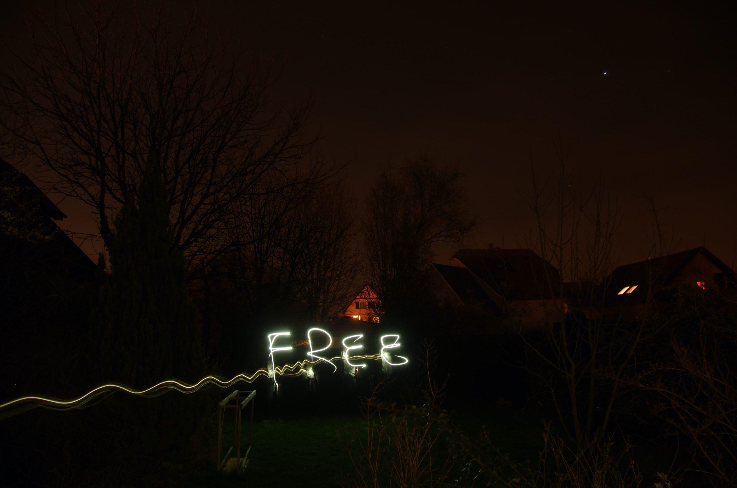 FREEの文字が書かれている