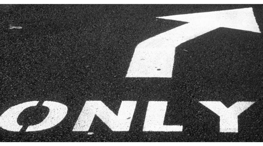 道にONLYと矢印が書かれている