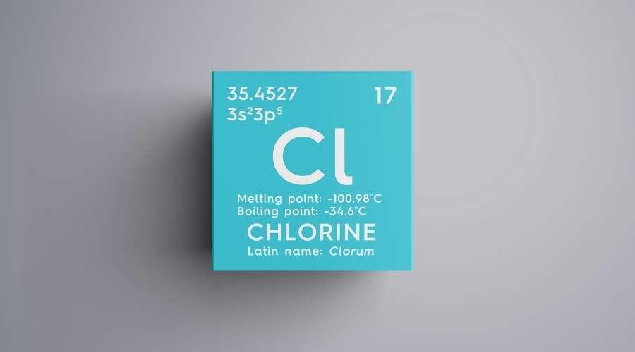 水色のブロックに書かれた塩素の元素記号。