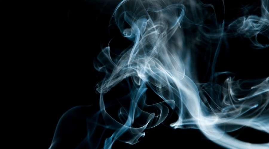 においがある白い煙が出ている
