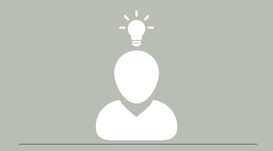 人の頭の上で、電球が光っている。